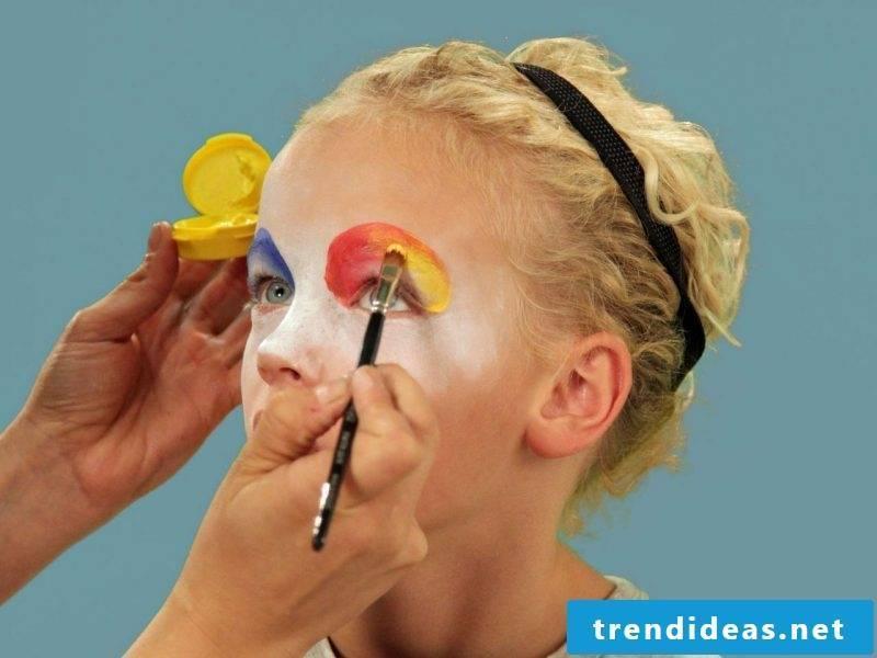 Make up children's clown face