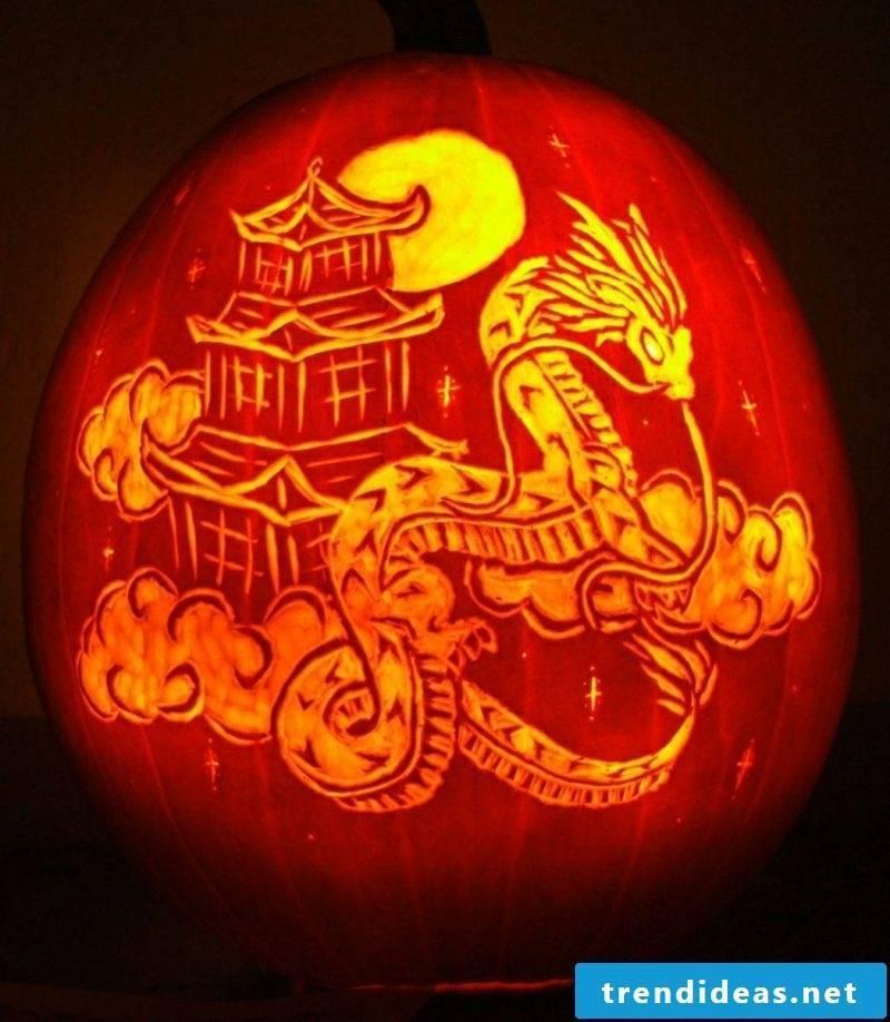 Pumpkin carve Chinese motifs dragon