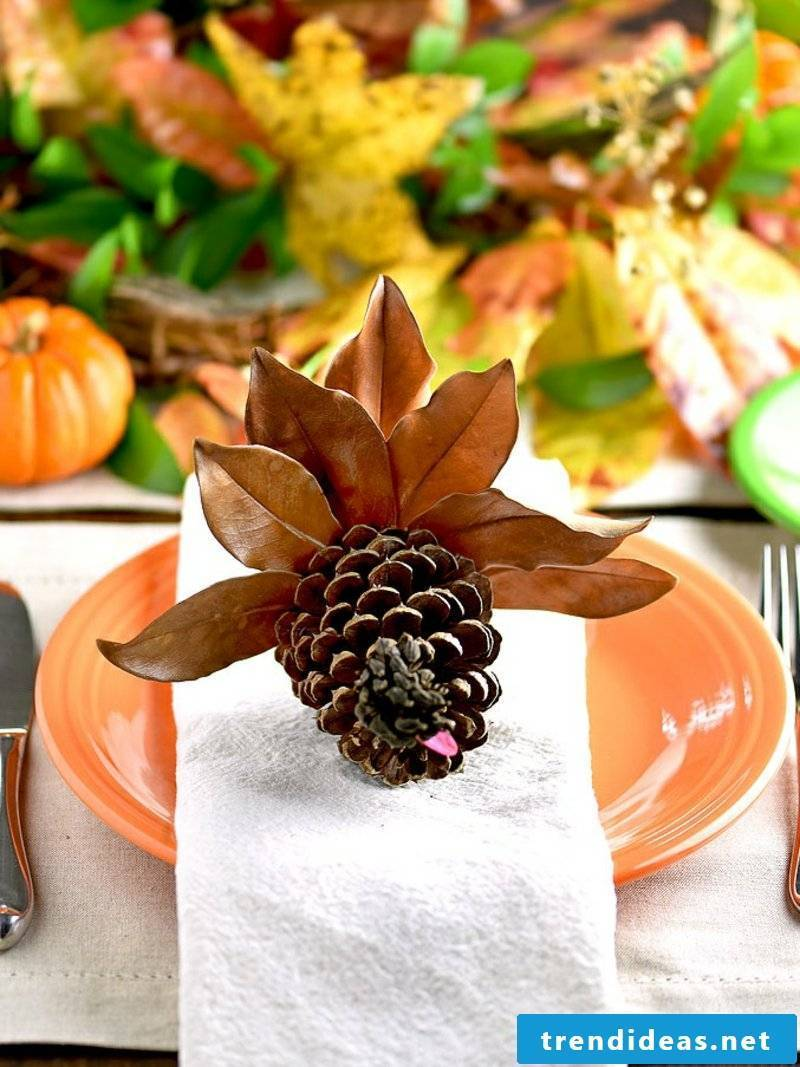 Decorate with pinecone table