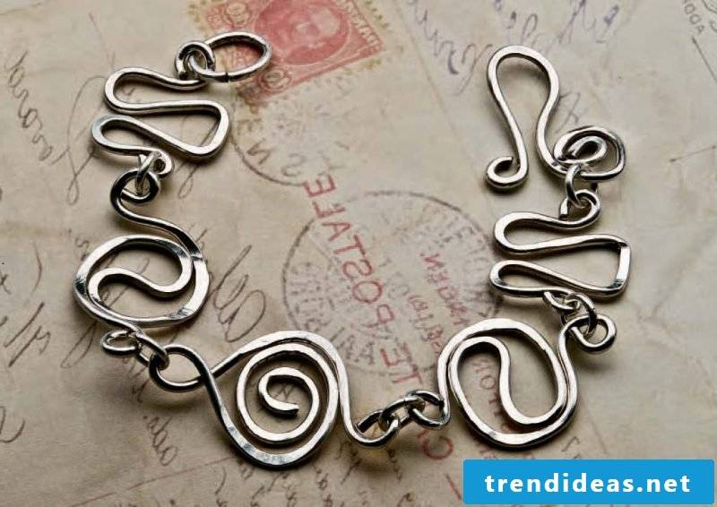 Make jewelry from silver cutlery yourself