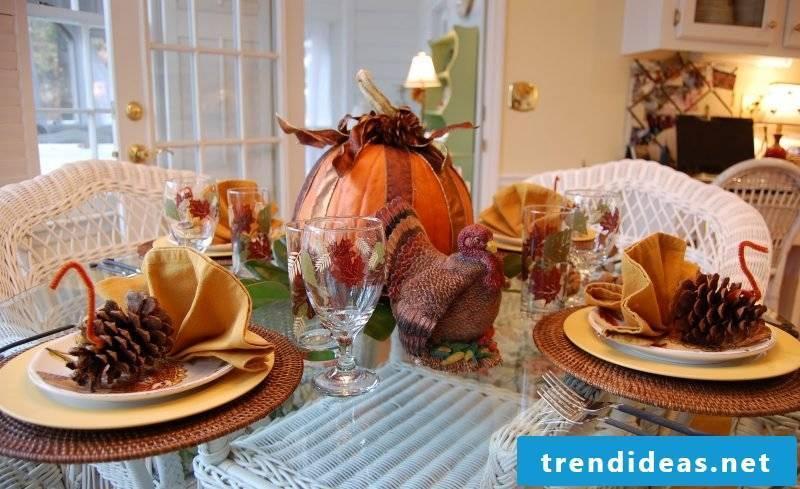 Napkins folding fan autumn mood