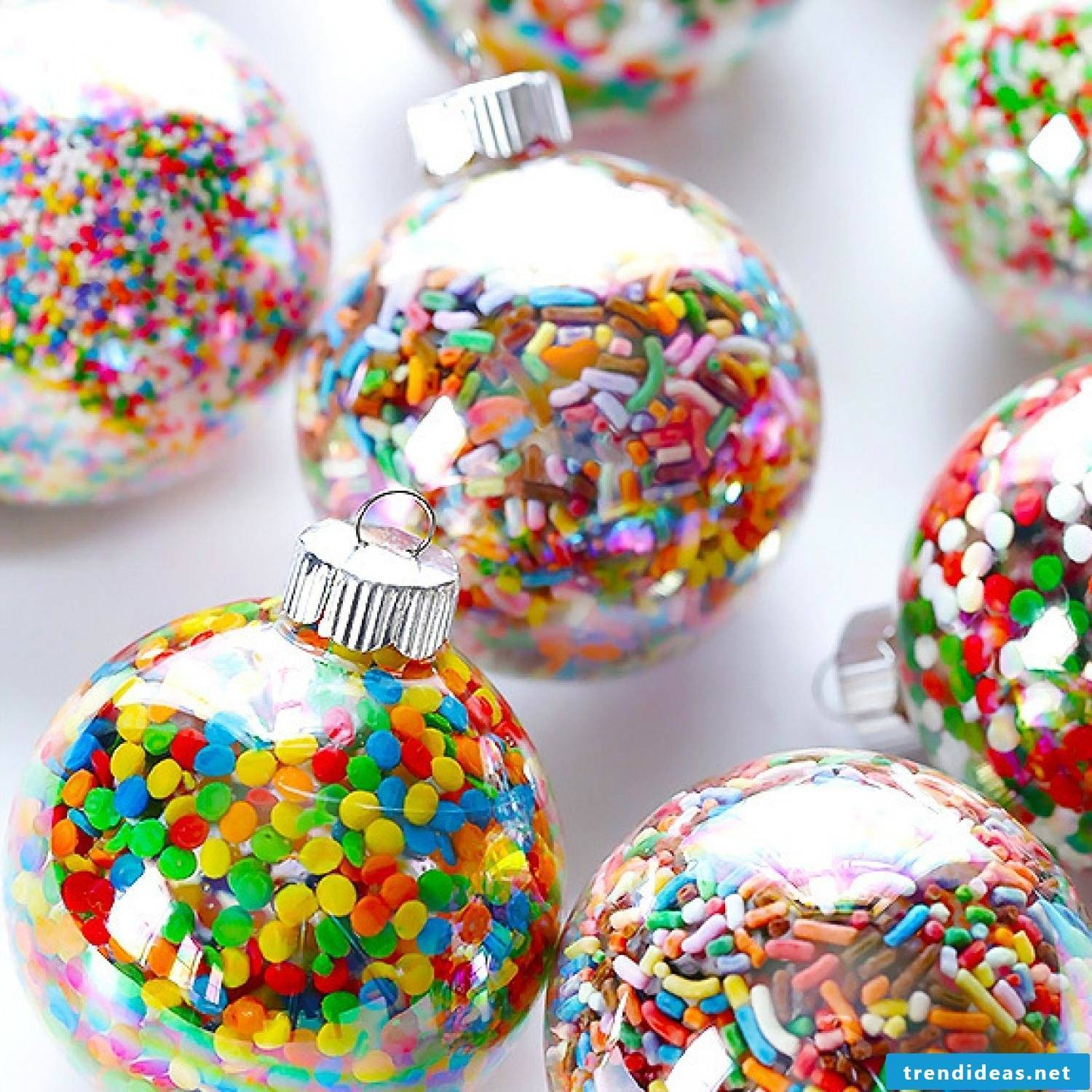 Christmas crafts with children - making Christmas tree decorations yourself