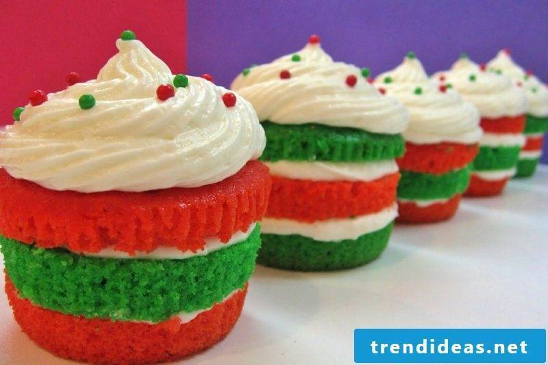 christmas layered christmas cupcakes with marshmallow buttercream cupcakes
