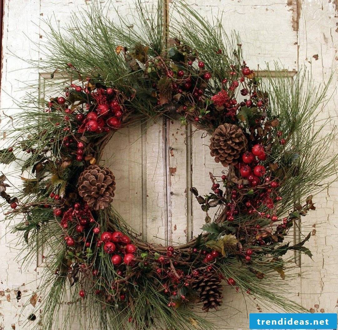 Christmas wreath-The tight knock on the door