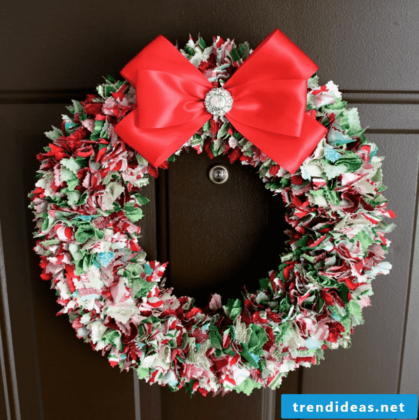 a great and creative idea for door wreath from fabric leftovers