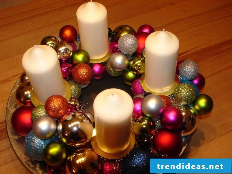 Christmas crafts with children Modern Christmas wreath of balls