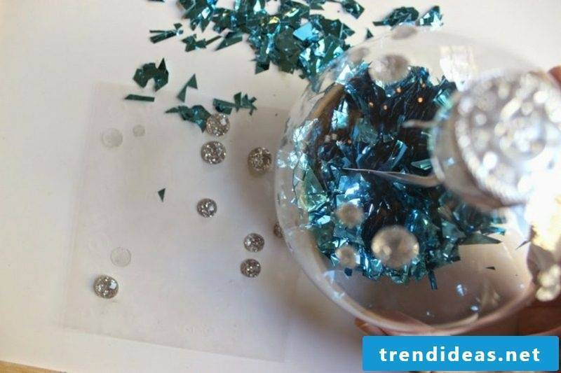 Decorate christmas balls with rhinestones for Christmas