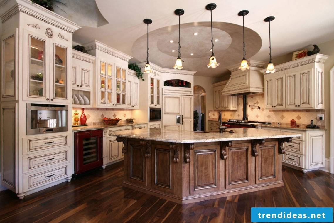 Baroque country kitchen - Modern equipment meets tradition and romance