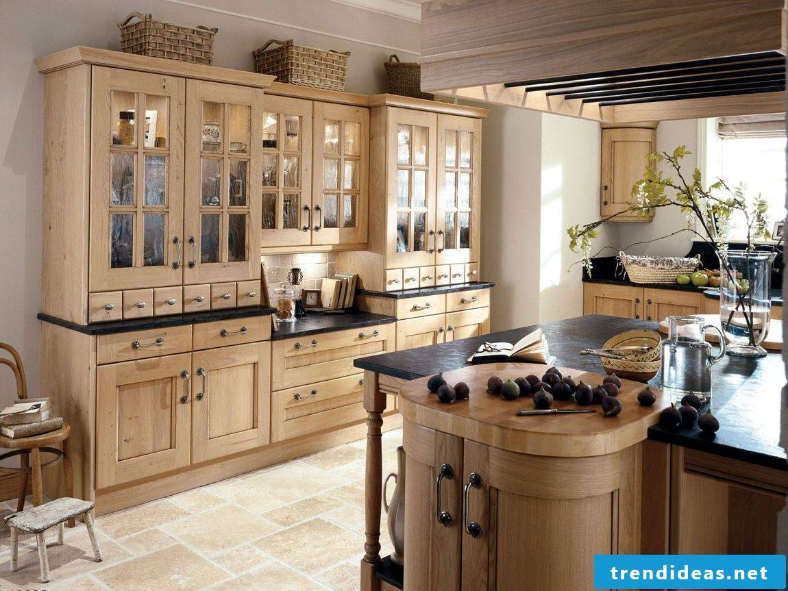 Discreet kitchen in country style