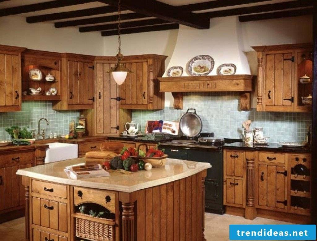 Robust kitchen in country style