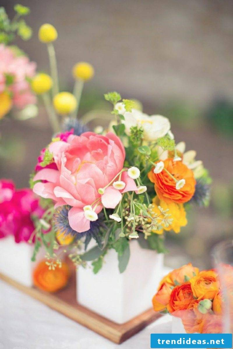 Crafting ideas Spring Floral arrangements Table decoration