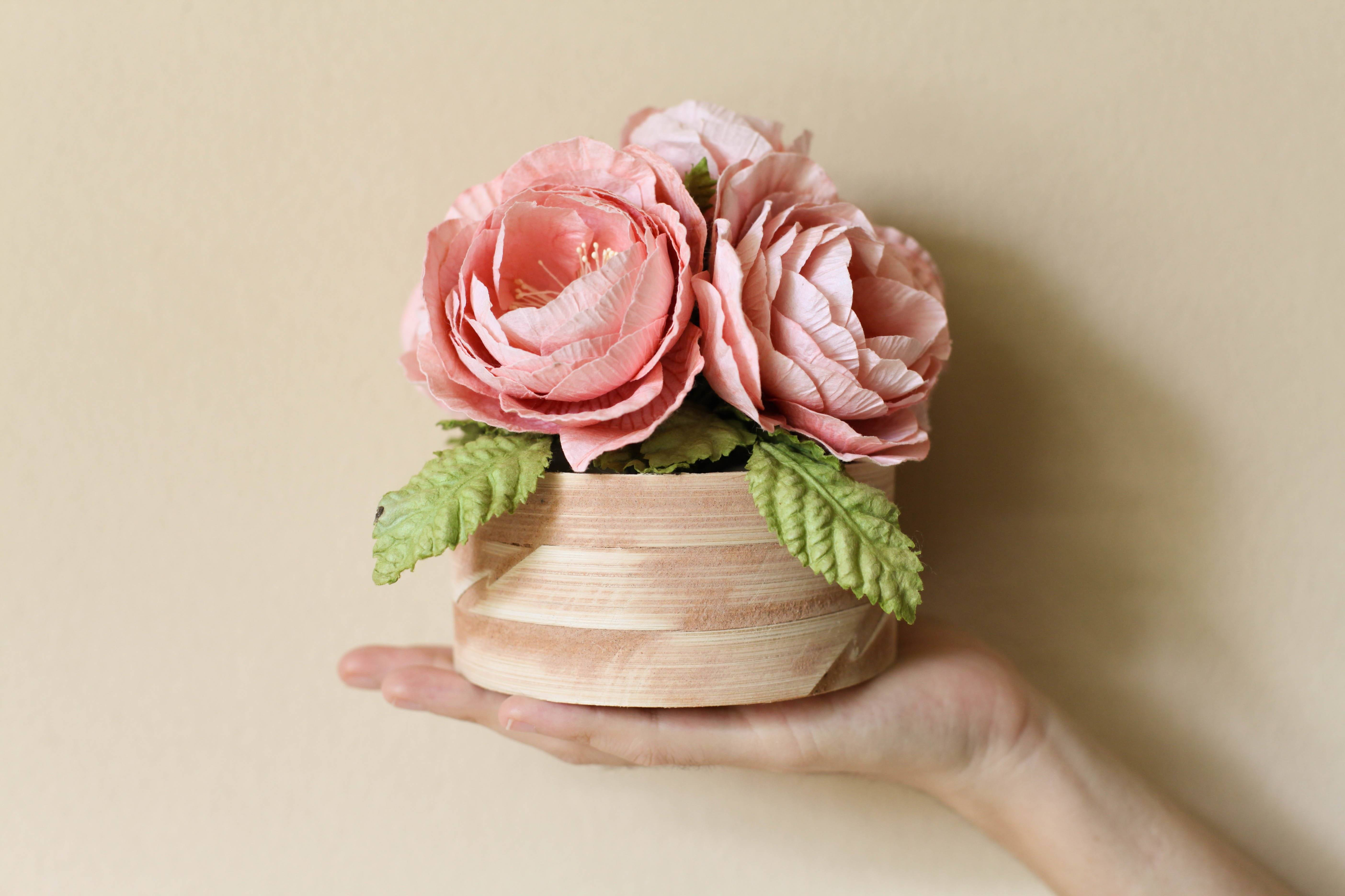 Gift ideas to imitate: flowers made of crepe paper