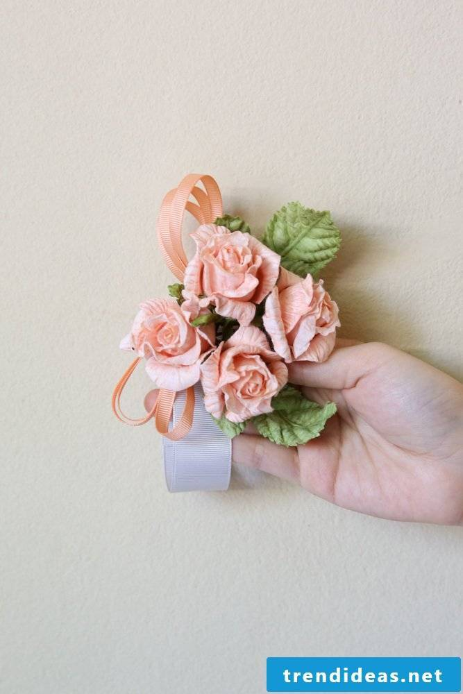DIY paper flowers: flower ribbon for the prom