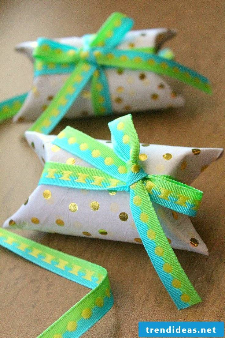 Gifts tinker with toilet paper