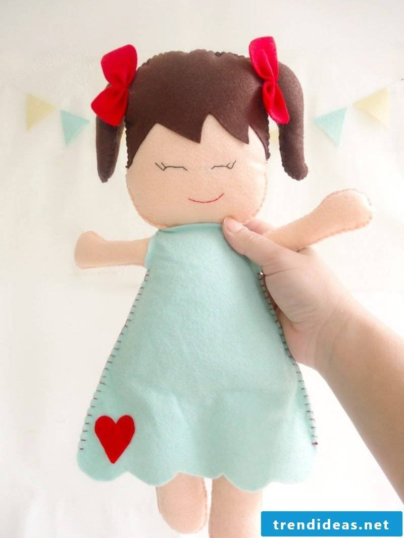Make felt doll