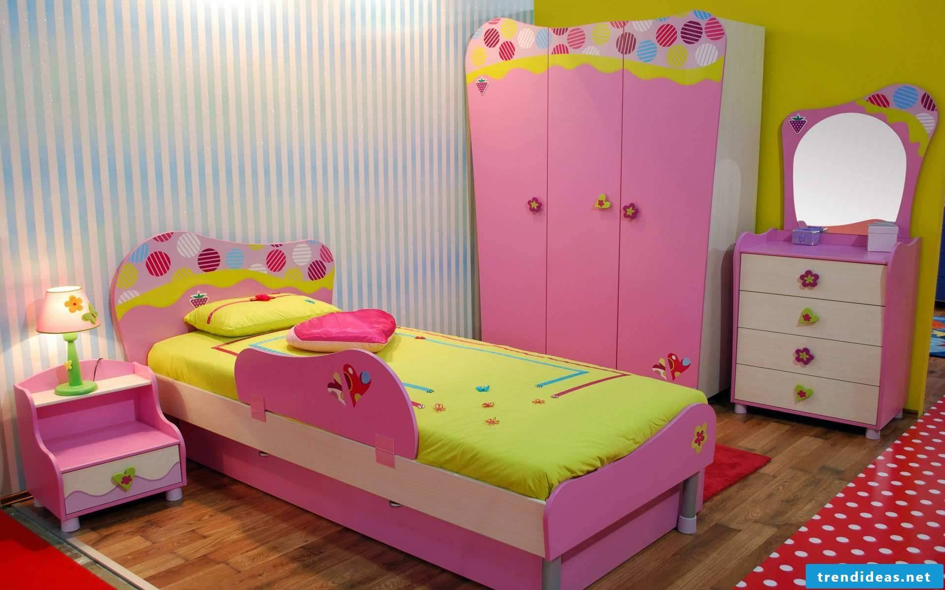 Girl's room in pink - colorful and cozy