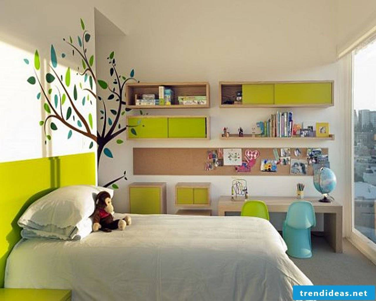 Chic and cozy - children's room in the green with a large window