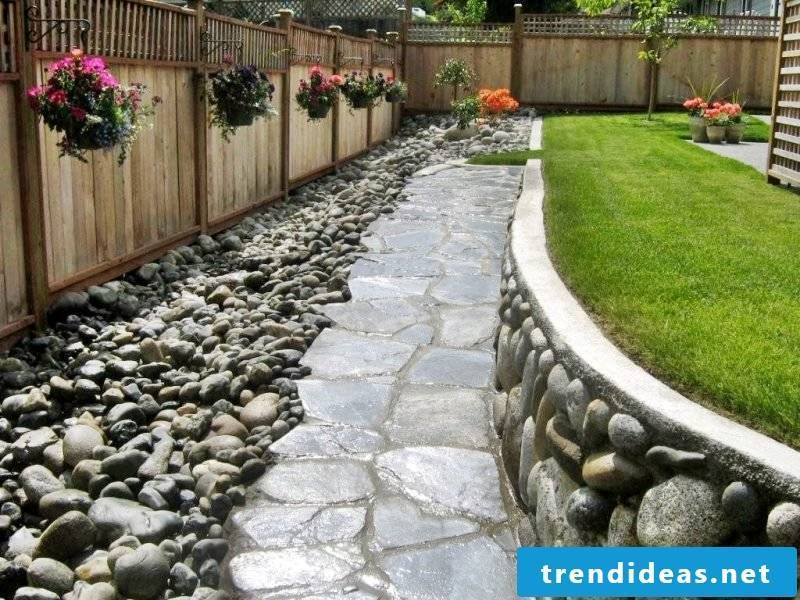 Creating a stone bed: Choose big stones for the way