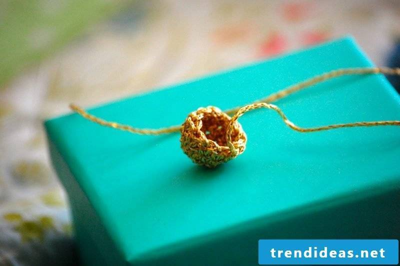 Crochet for Christmas Baubles Crowning Instructions