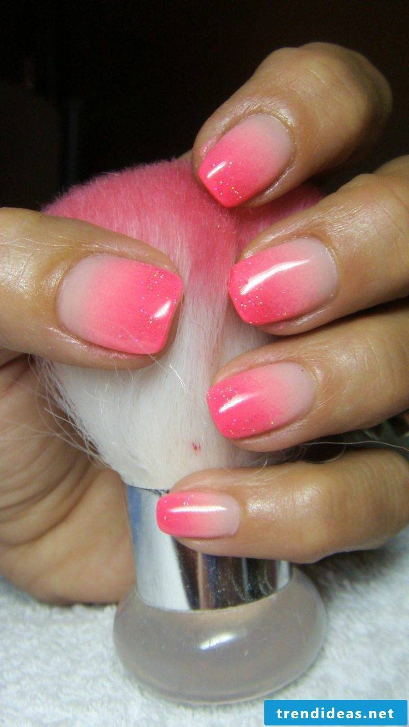 Nail art ombre pink and white