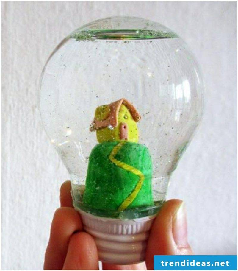 Making snowglobe yourself How light bulb