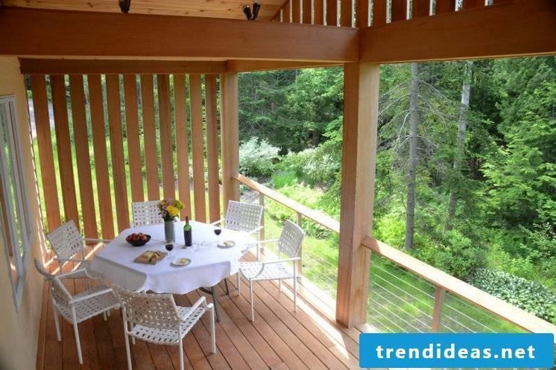 Balcony border wood screen