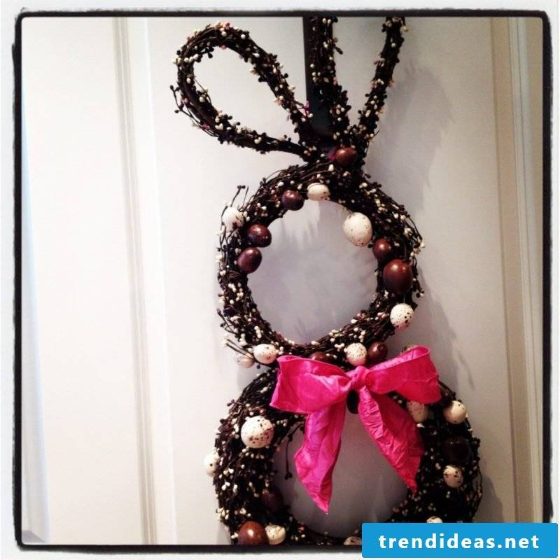 DIY Decorating Easter Easter Decorating yourself Easter wreath with bunny instruction