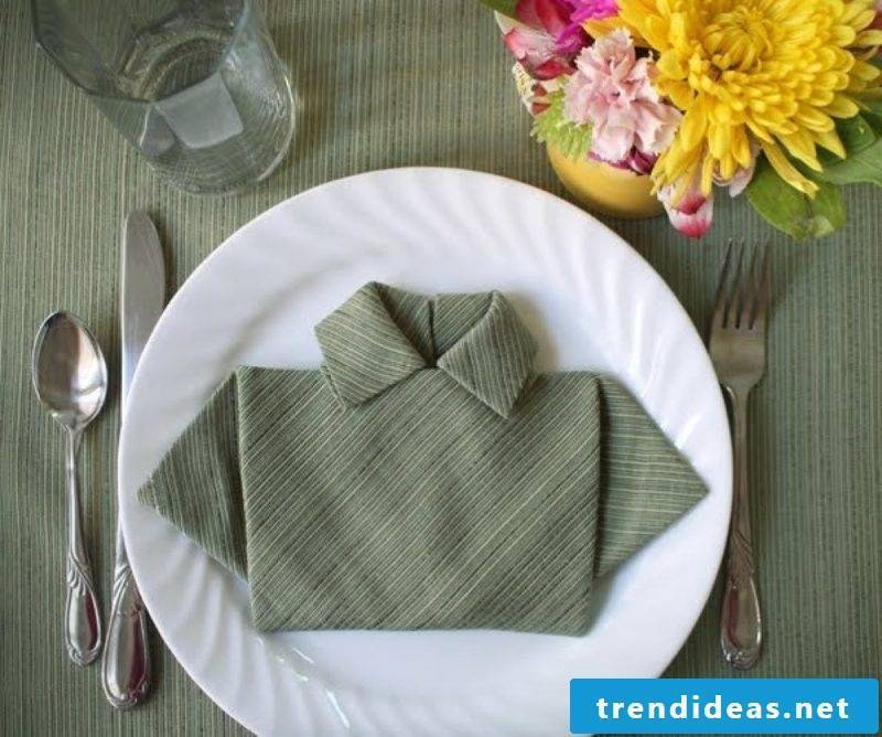A napkin with the shape of the shirt.