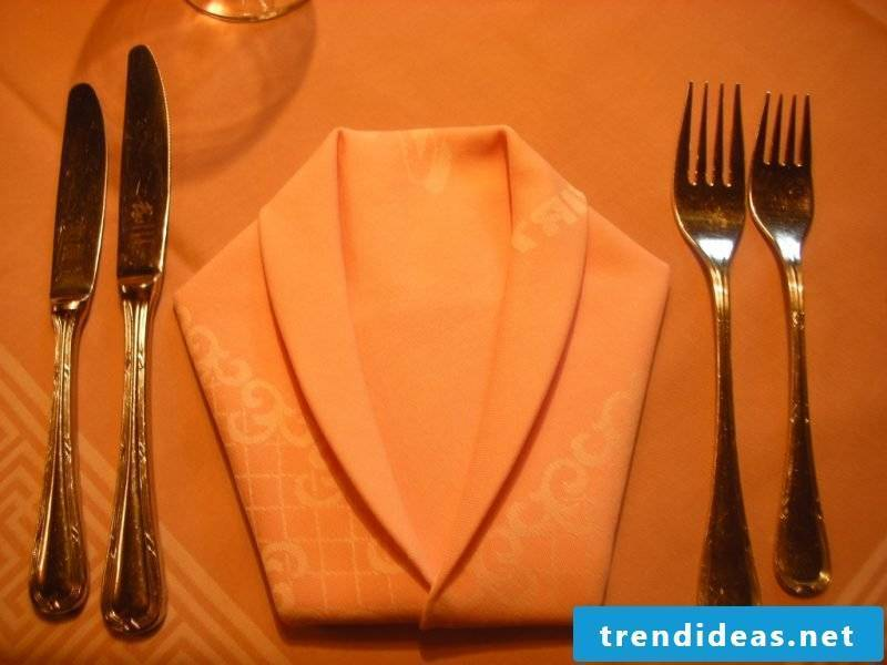 Put a jacket of napkins on the table.