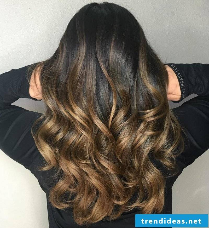 Brown hair with highlights - Balayage technology at home