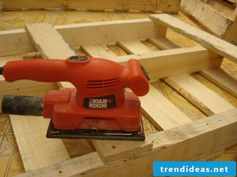 Prepare Euro pallets bed to prepare the pallets