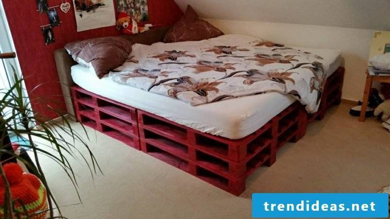 Euro pallets bed painted red