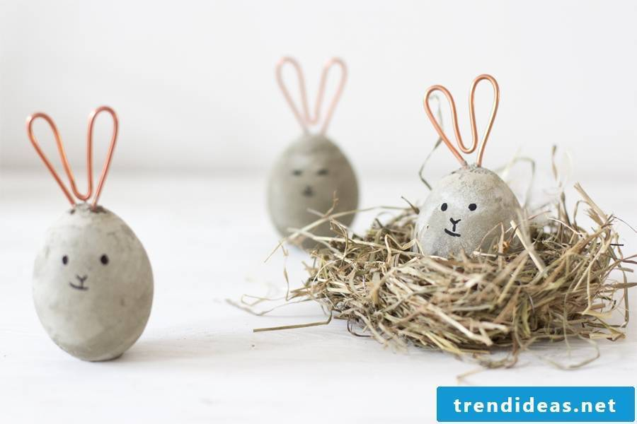 Be enchanted by the creative Easter bunnies made of concrete with a modern look!