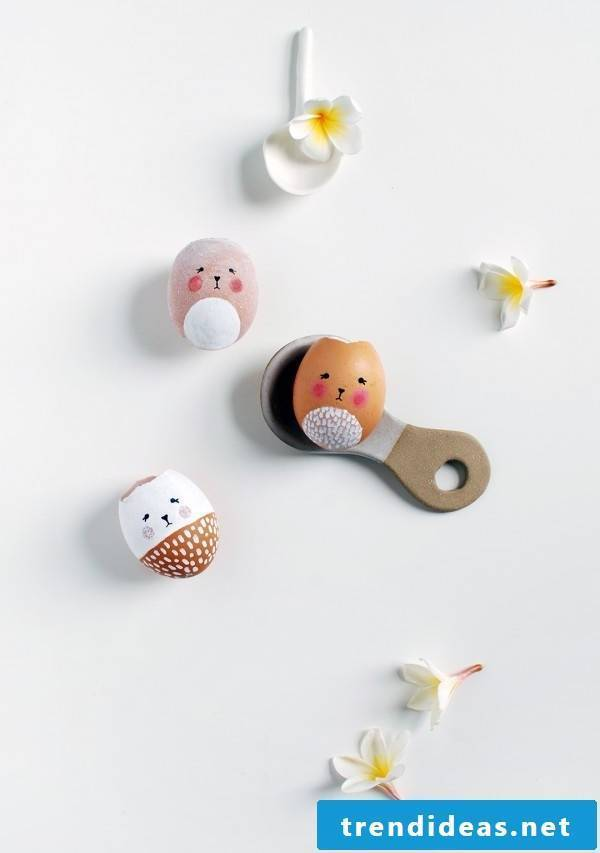 Making DIY vases out of easter eggs in the shape of Easter bunnies - That's what the egg shells should look like.