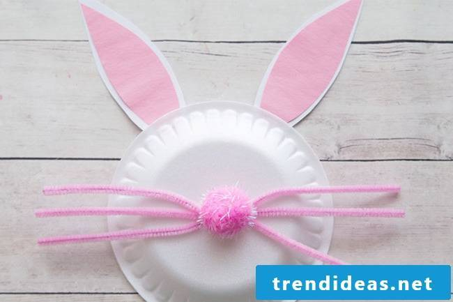 DIY instructions for Easter bunnies from paper plates - the step 3