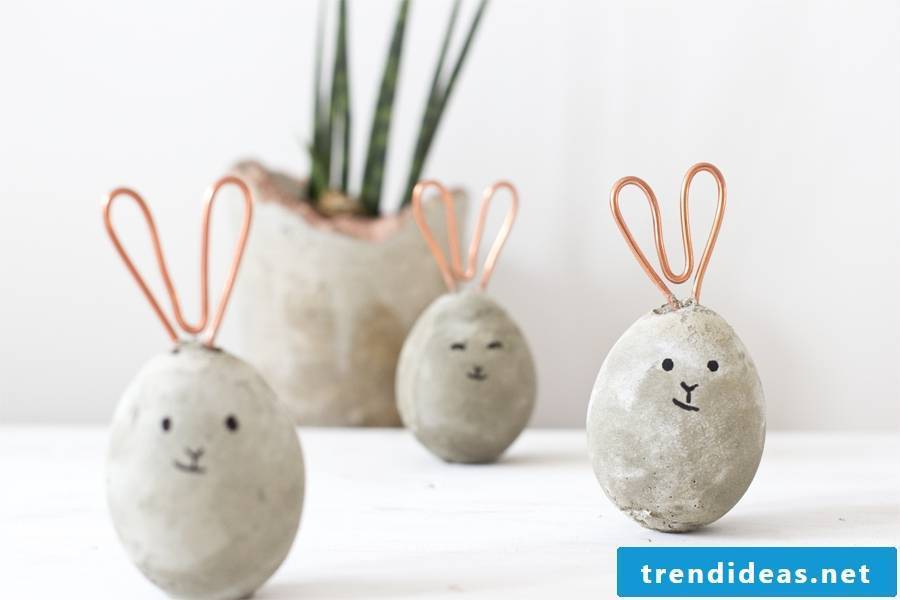 Make yourself this beautiful Easter Bunny made of concrete