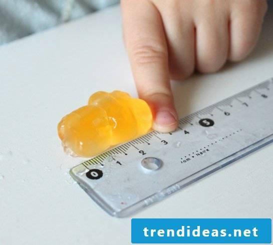 DIY experiment with gummy bears