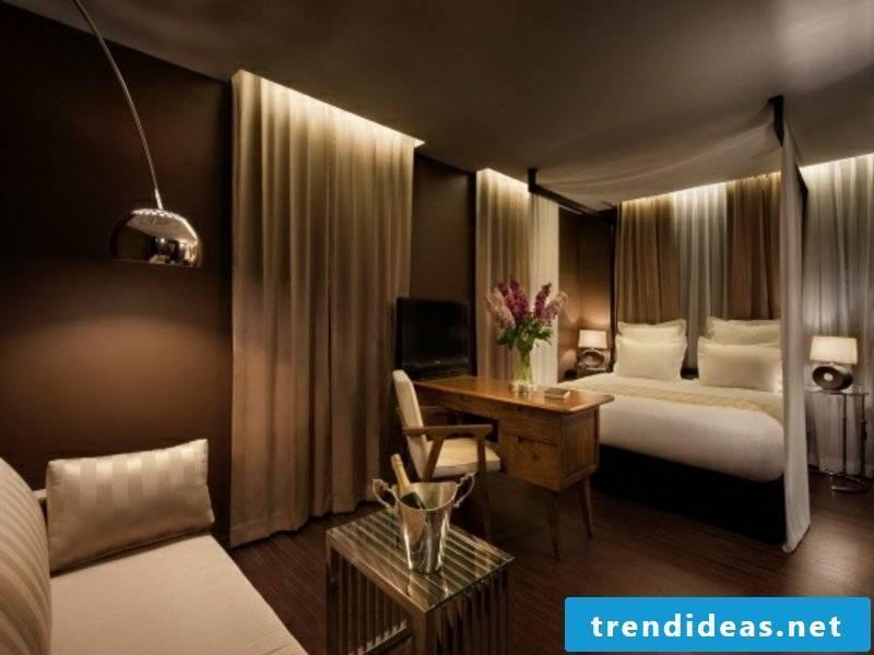 luxury bedroom idea in brown