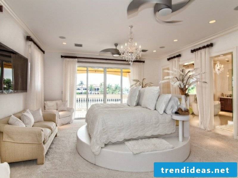 Ideas in white in the luxury bedroom