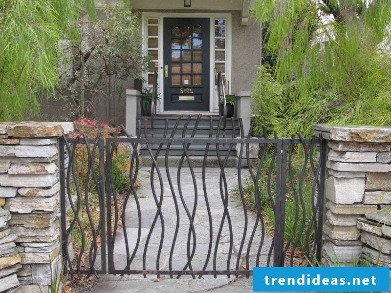 Garden gate itself build metal gate