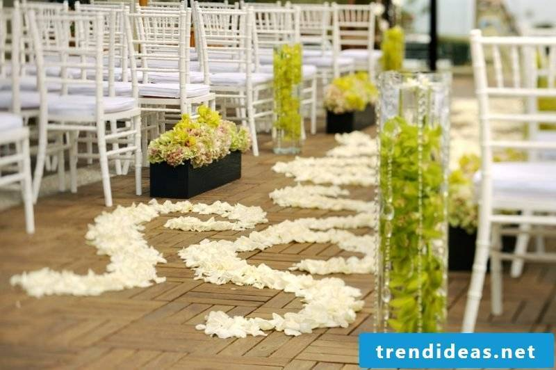 Floral arrangements for wedding beach