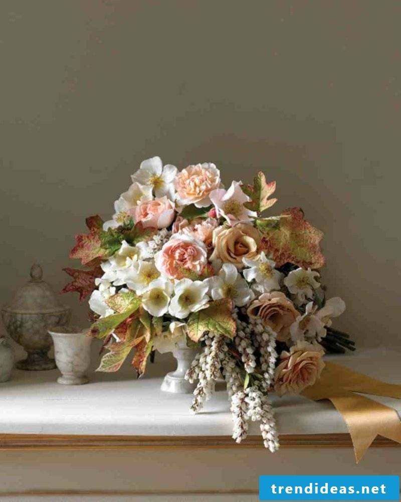 Floral arrangements for wedding vase