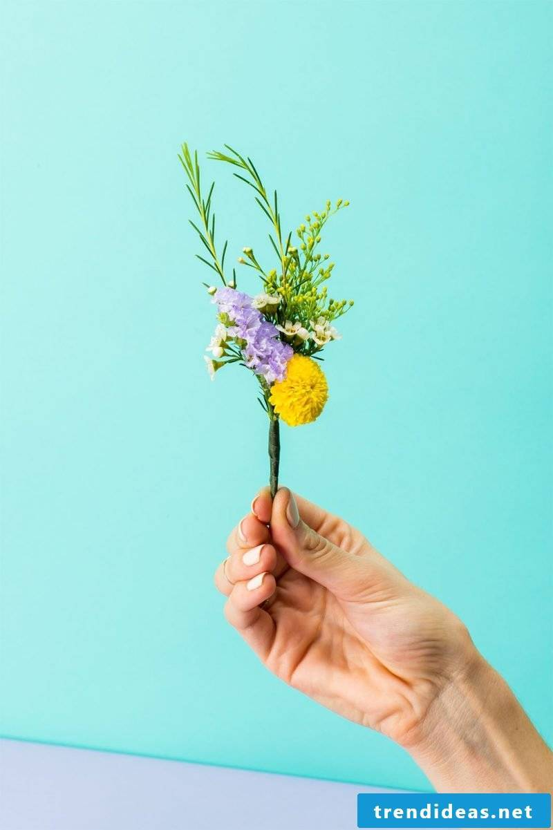 Tie small bouquets