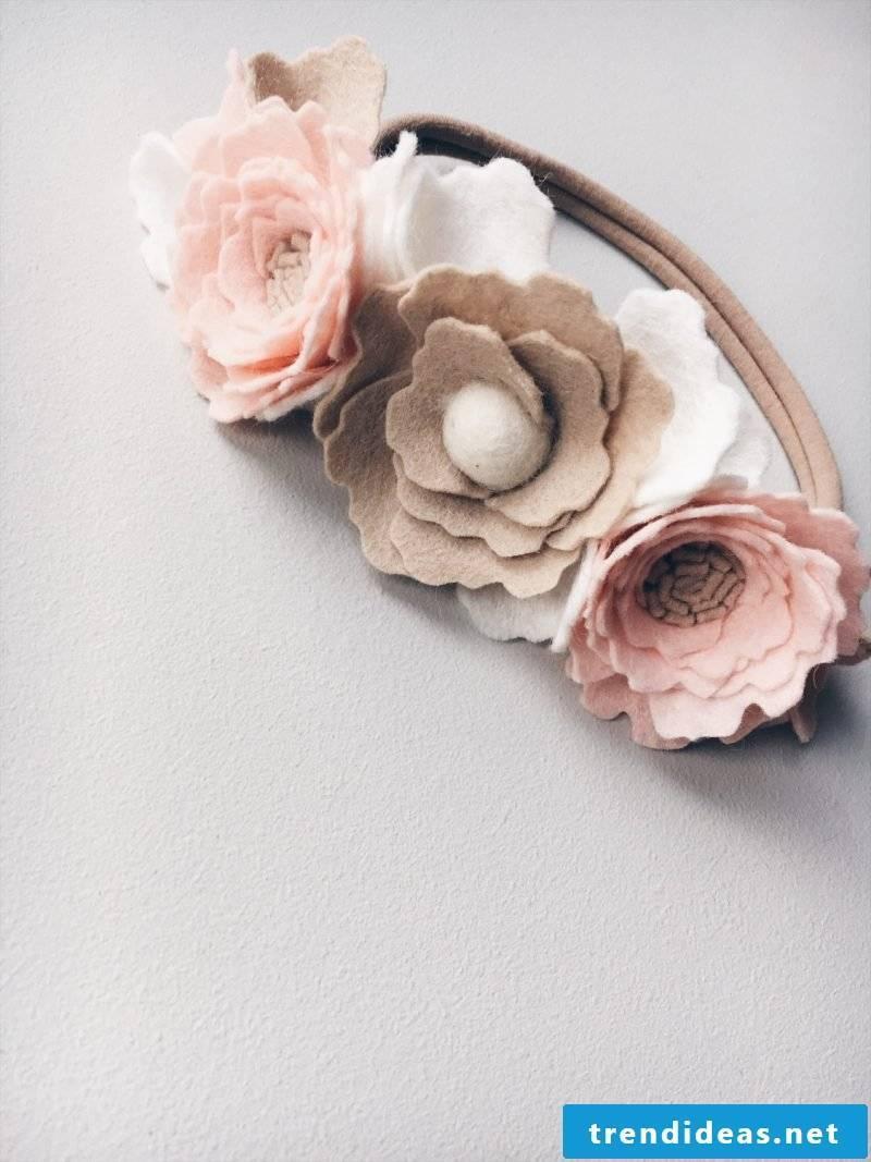 Flowers made of felt