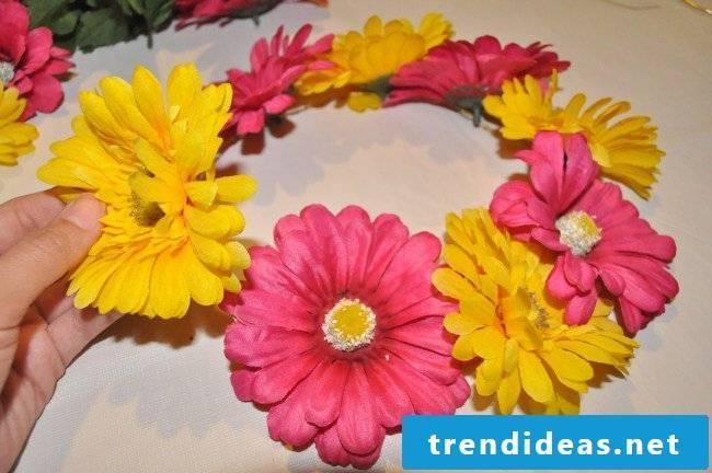 Flower wreath itself make artificial flowers