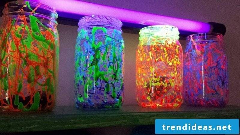 Glass container of fluorescent colors