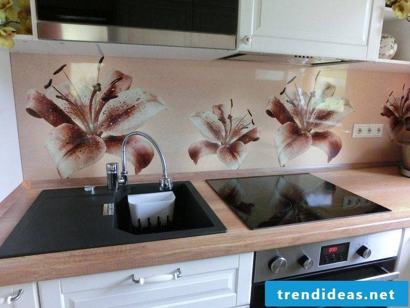 flowers on the foil cake wall look stylish and interesting