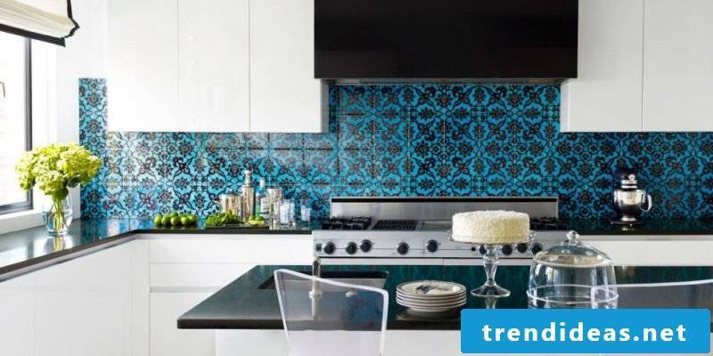 foil cake wall in blue with black details