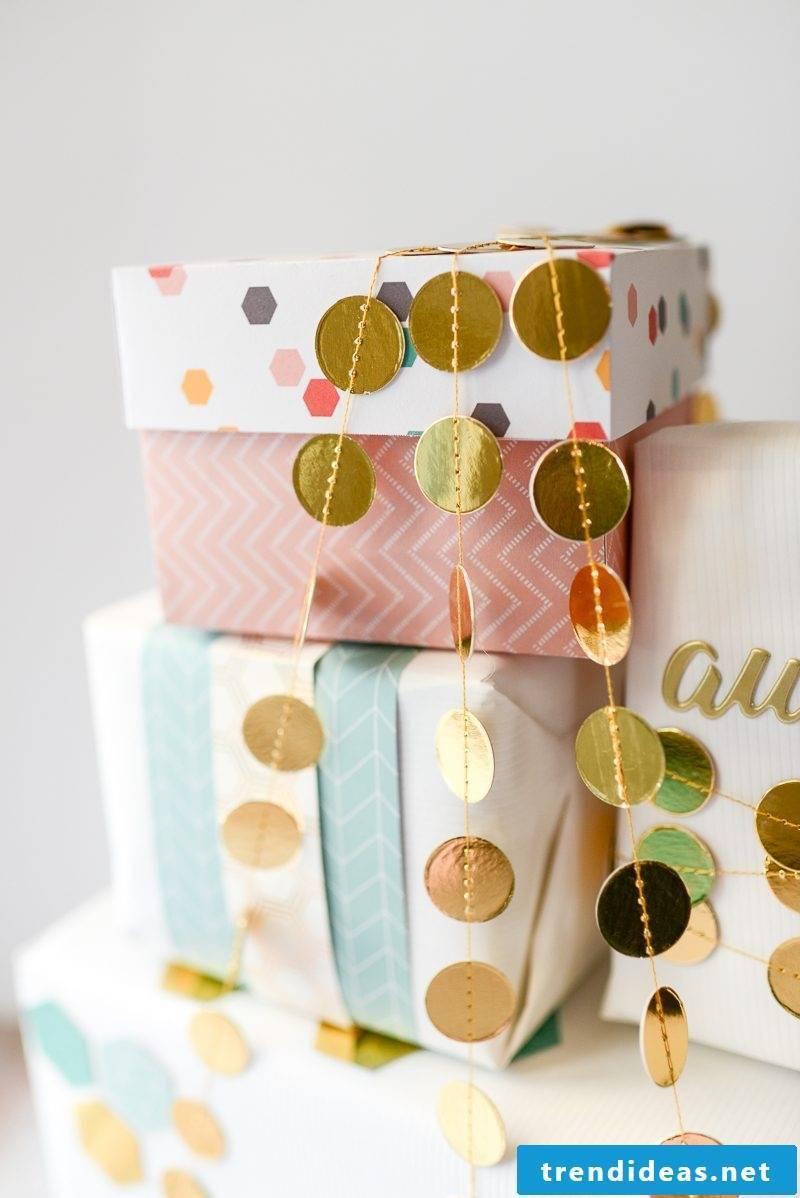 Folding a box - making a small gift box