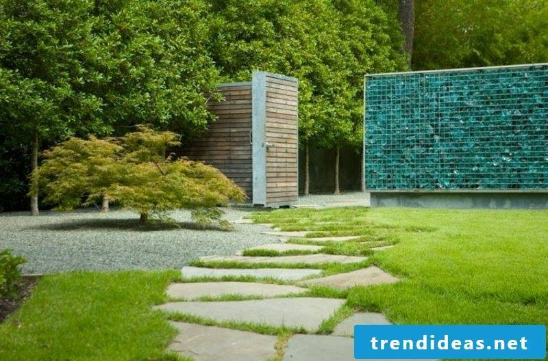 Gabion wall in colored glass attractive look